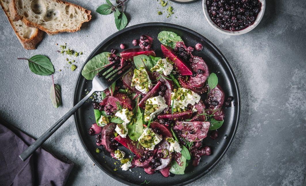 Rote Bete Salat mit Blaubeersauce