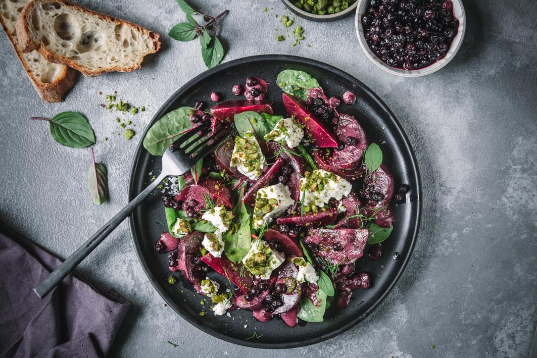 Rote bete Salat mit Blaubeerdressing