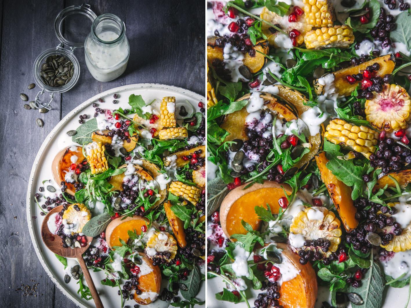 Salat mit gebackenem Kürbis und gerösteten Blaubeeren