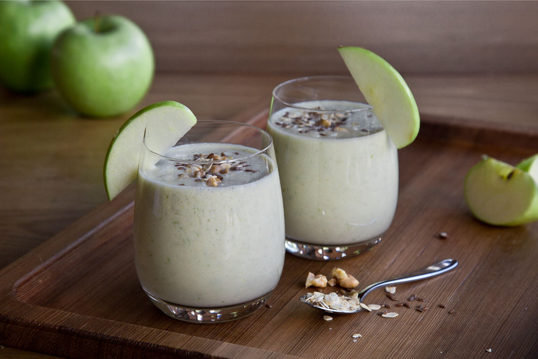 Apfelkuchensmoothie mit Mandelmilch