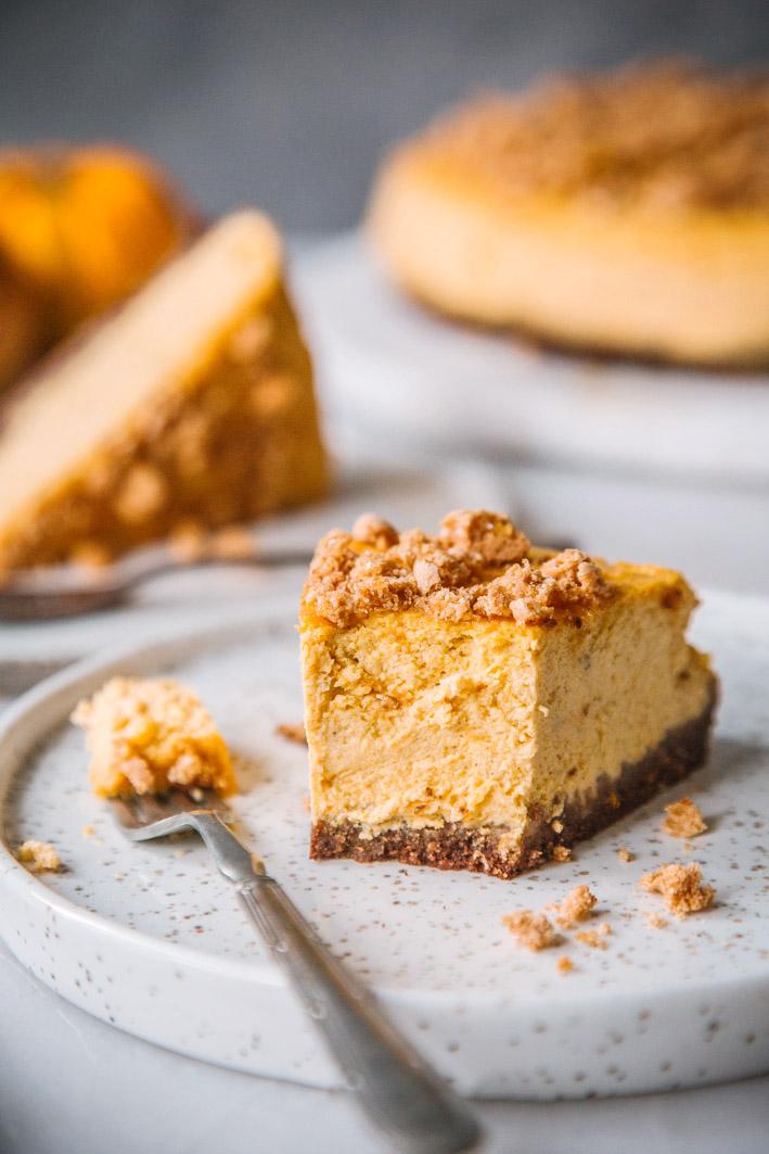 Kürbis-Cheesecake mit Amarettini-Boden