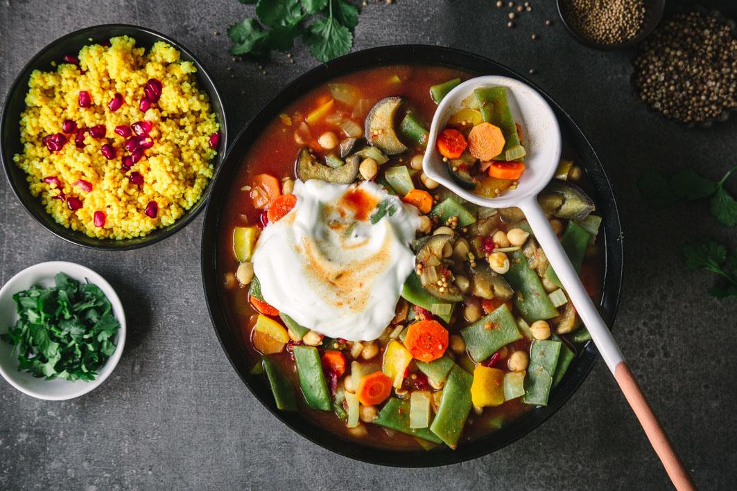 Würziger Gemüseeintopf mit Safran-Hirse