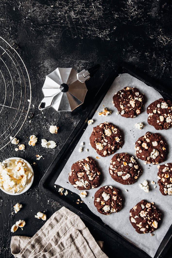 Schokoladen-Cookies mit Popcorn