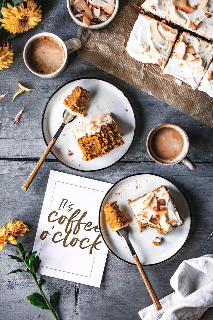 Süßkartoffelkuchen mit Kaffee