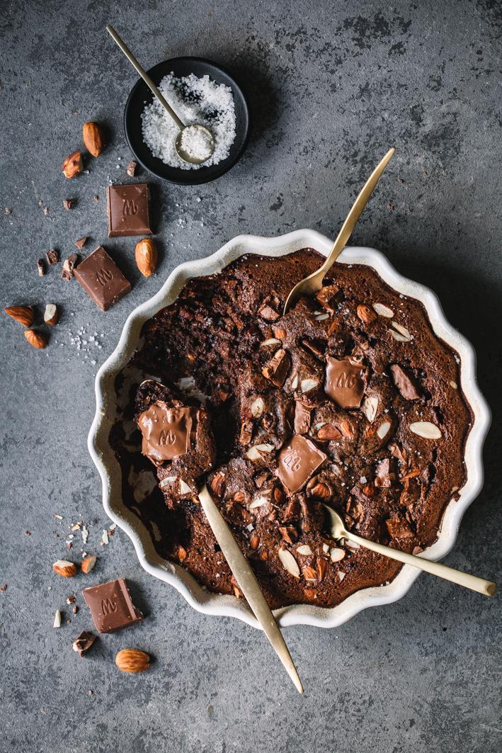Schokoladenauflauf mit Salzmandeln