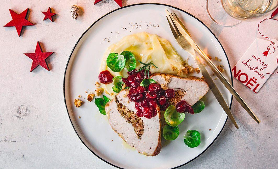 Gefüllte Truthahnbrust mit Trüffelpüree und Cranberry-Sauce