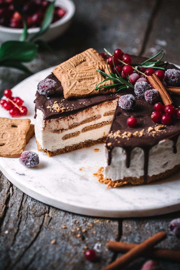 Weihnachtliche Eistorte mit Spekulatius (glutenfrei)