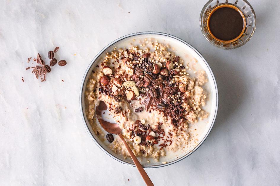 Oatmeal mit Kaffee und Schokolade