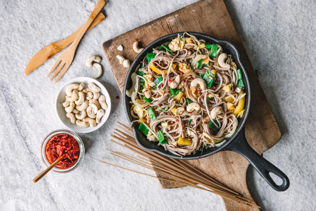 Gebratene Nudeln mit Gemüse und Ei