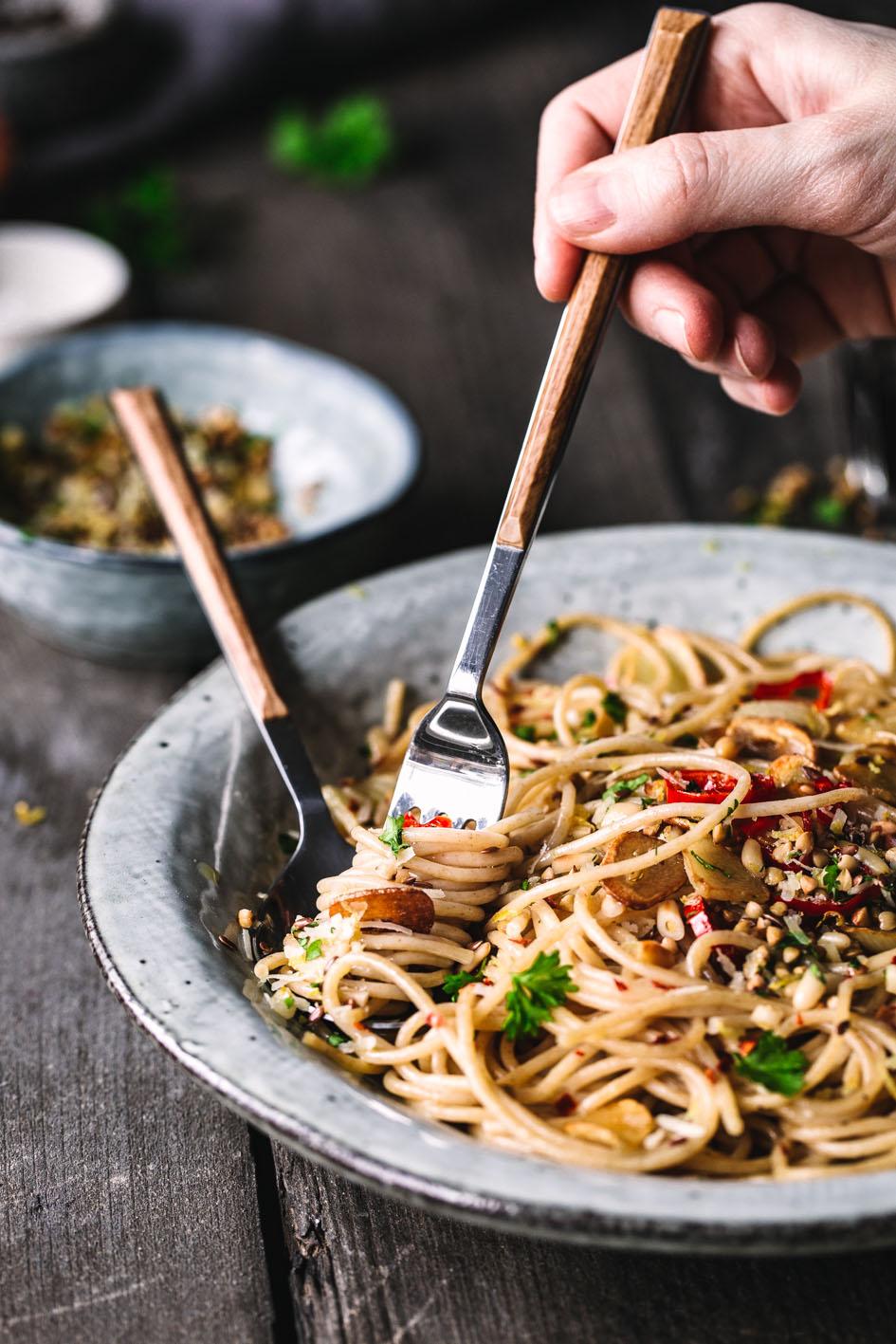 Quinoa Spaghetti Alio Olio mit viel Knoblauch und Öl