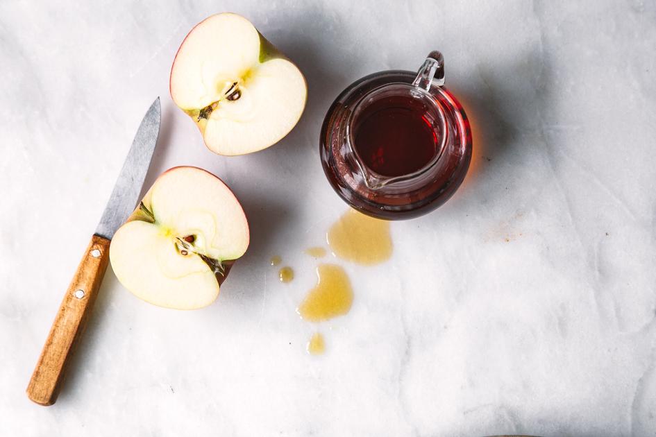 Apfel mit Ahornsirup