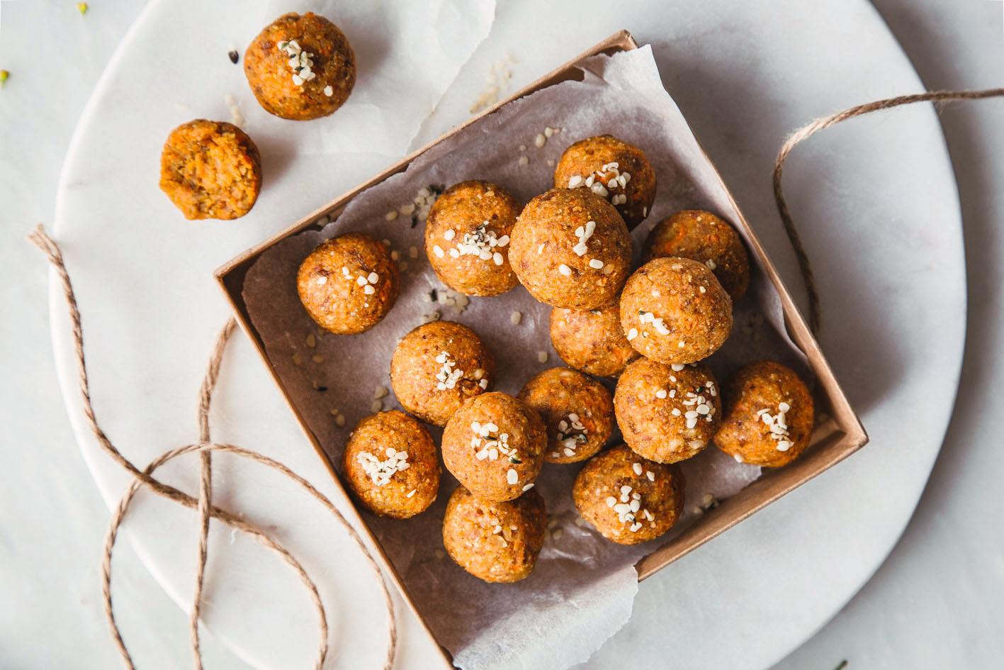 Carrot Cake Energy Balls – gesunde Oster-Nascherei