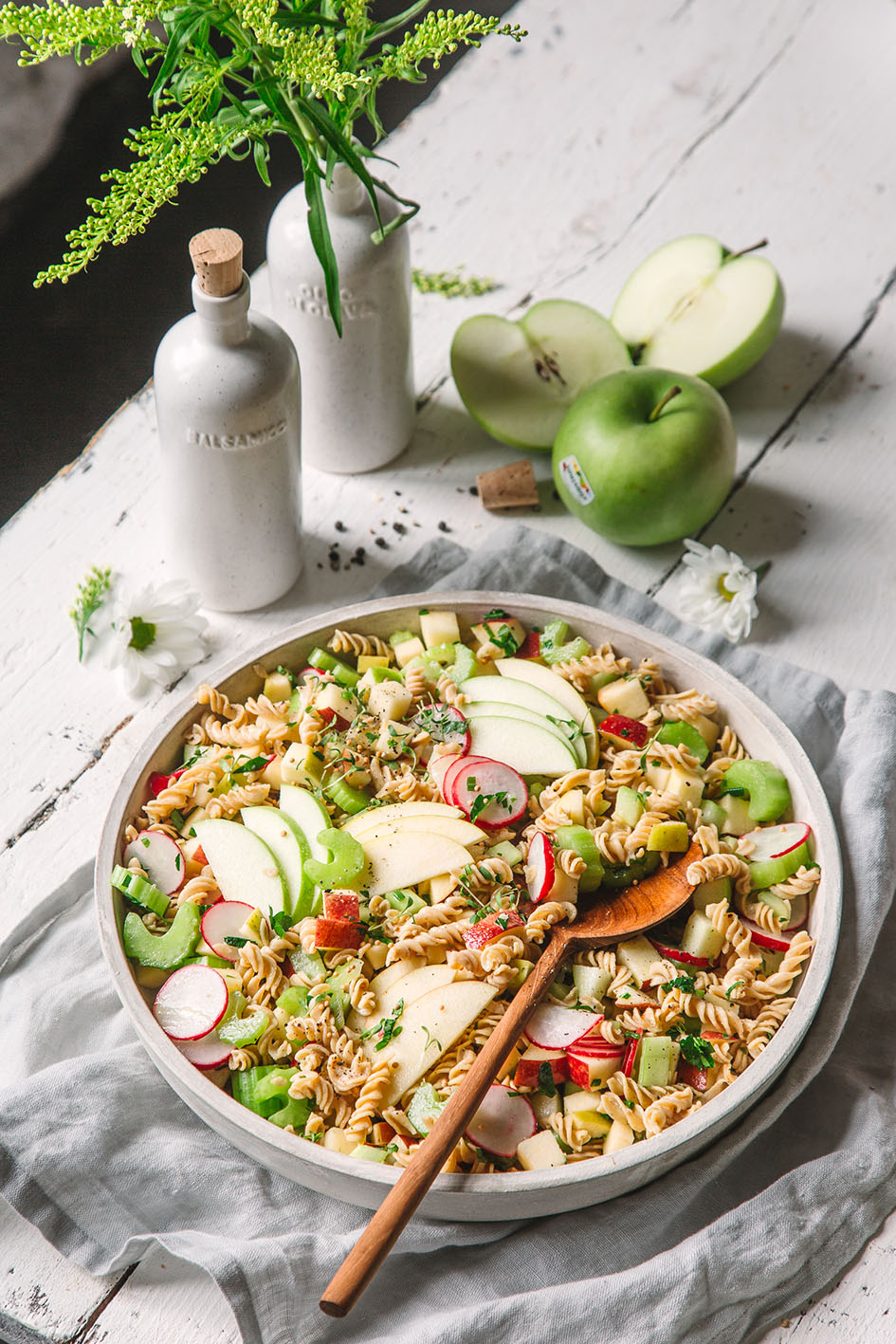 Kichererbsen-Nudelsalat mit Senfdressing