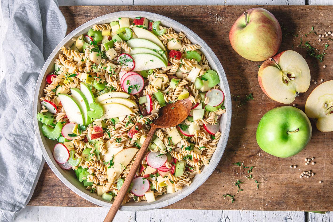 Apfel-Kichererbsen-Nudelsalat