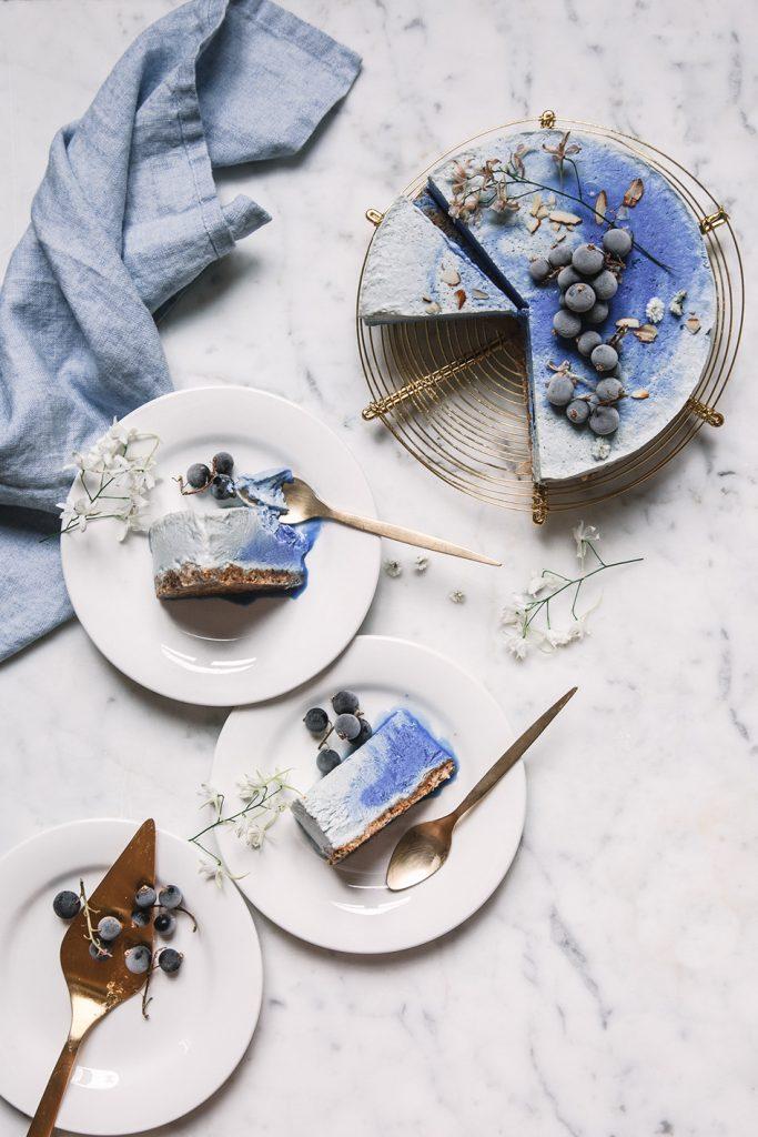 Vegane Eistorte, mit Spirulina natürlich blau gefärbt