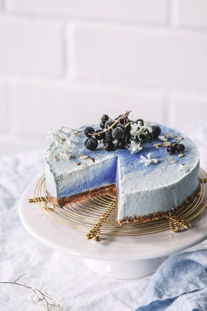 Vegane Eistorte mit blauer Alge