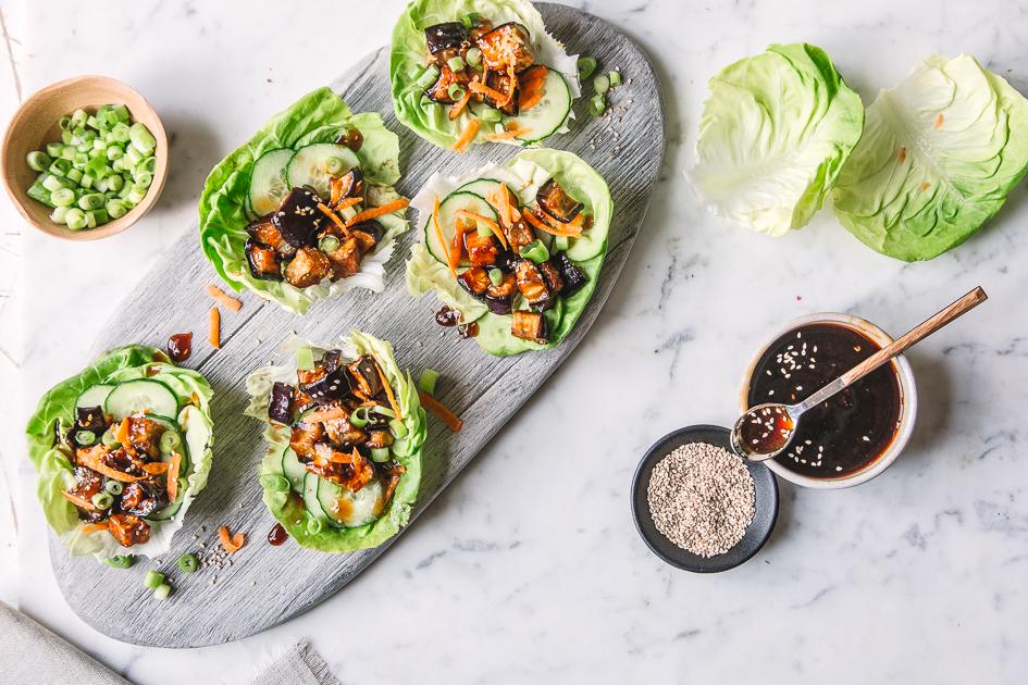 Knackige Salat Wraps mit gebratener Aubergine