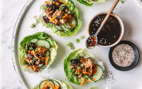 Asiatische Salat Wraps mit Aubergine