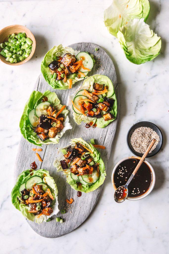 Frische Salat Wraps mit Aubergine