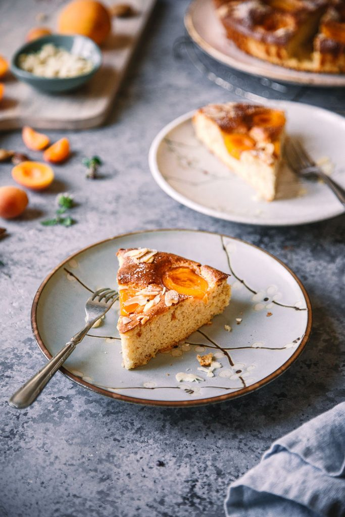 Stück Aprikosen-Mandelkuchen