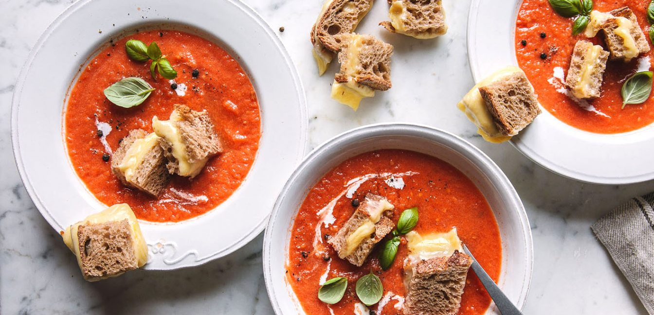 Geröstete Tomatensuppe mit Grilled Cheese Croutons