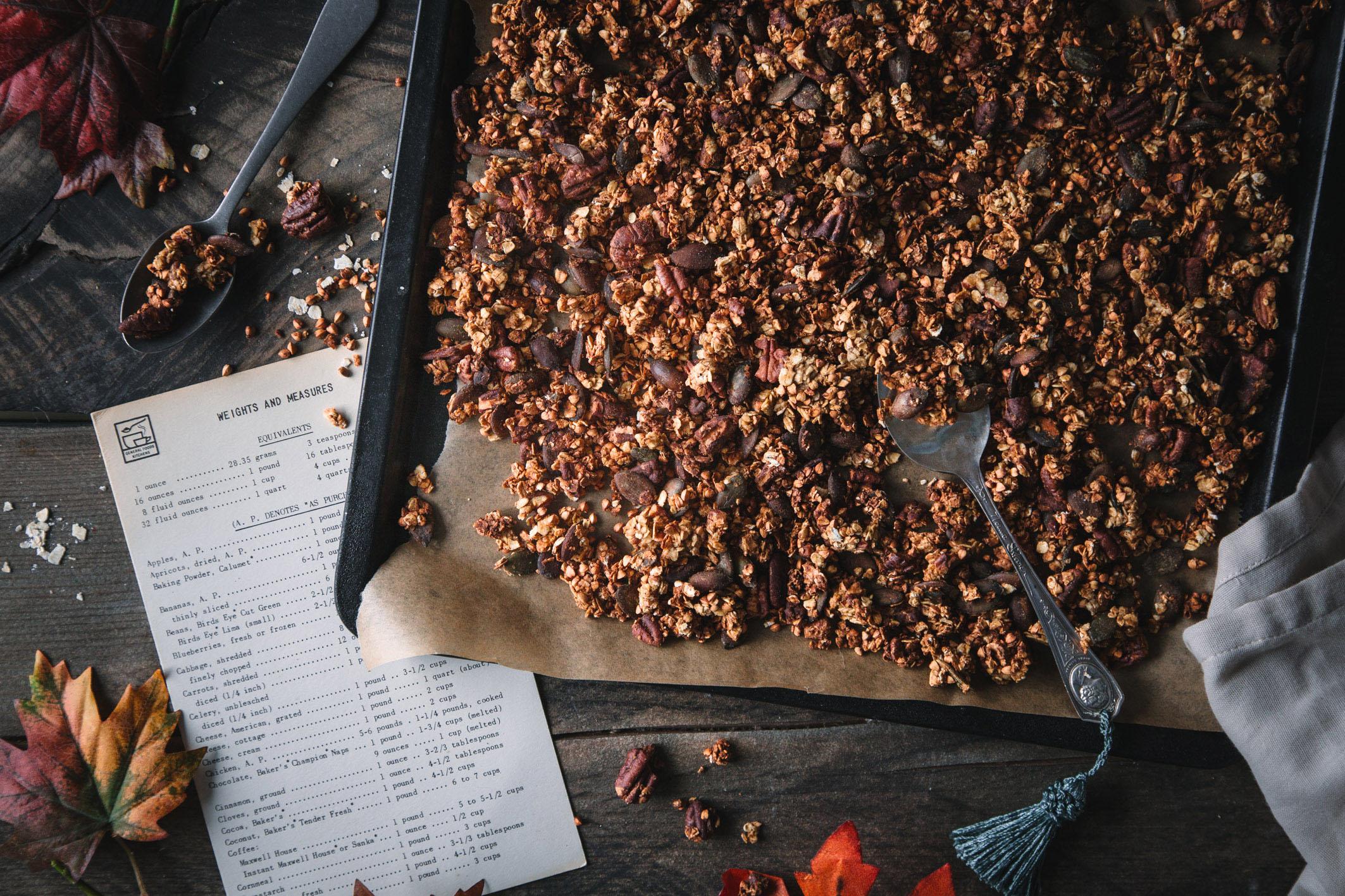 Herbst-Granola mit Apfelmus