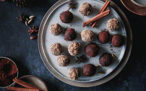Weihnachtliche Energyballs mit Zimt und Lebkuchen
