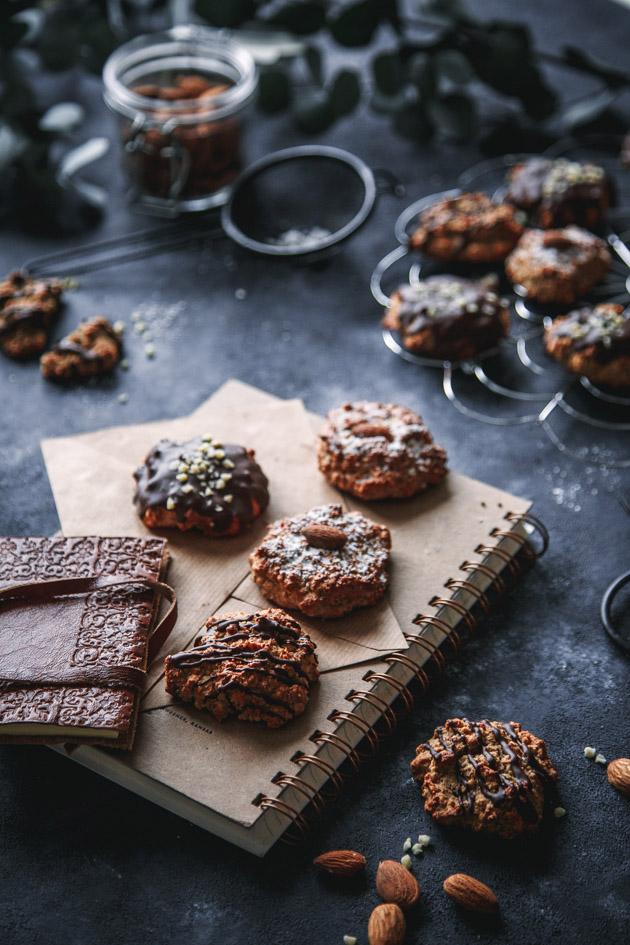 Nussige Lebkuchen mit Schokolade