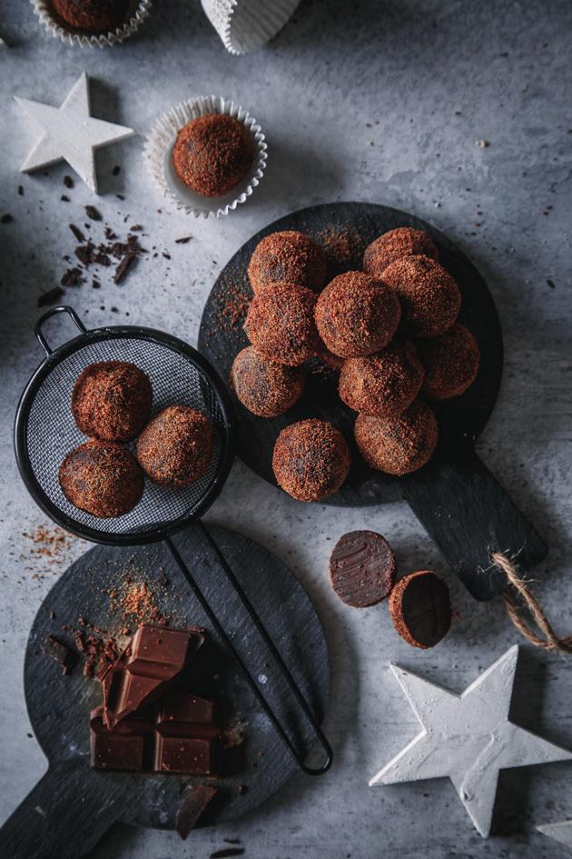 Selbst gemachte Schokoladen-Orangen-Pralinen