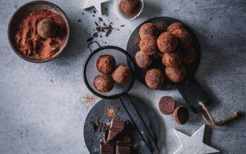 Schokoladen-Orangen-Trüffel, die auf der Zunge zergehen