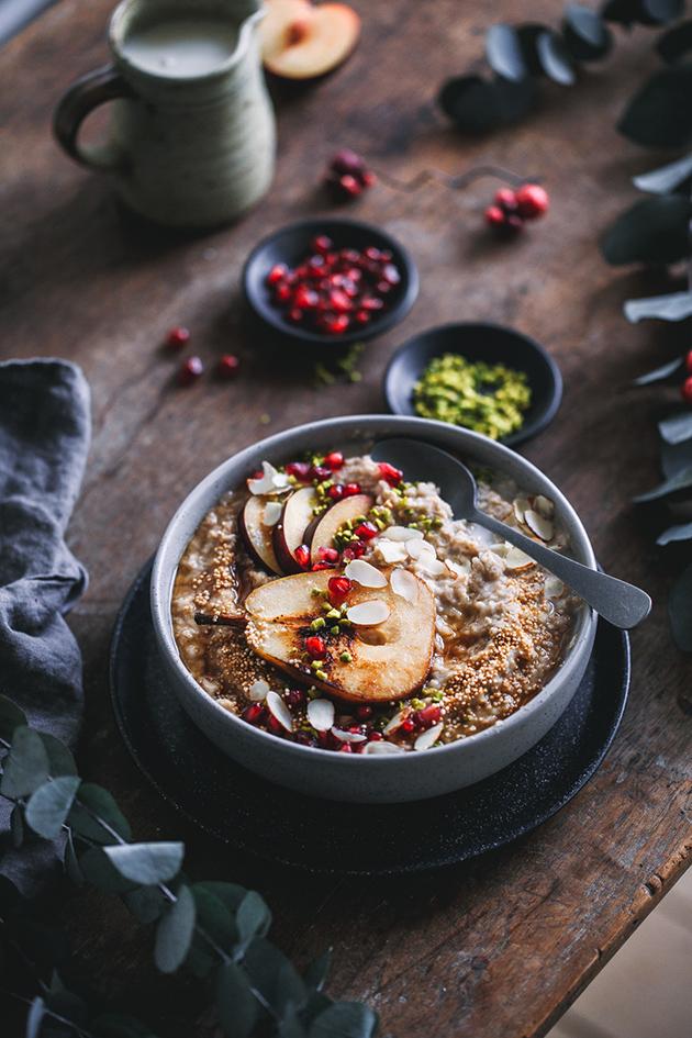 Winterlicher Gewürz-Porridge mit Birne