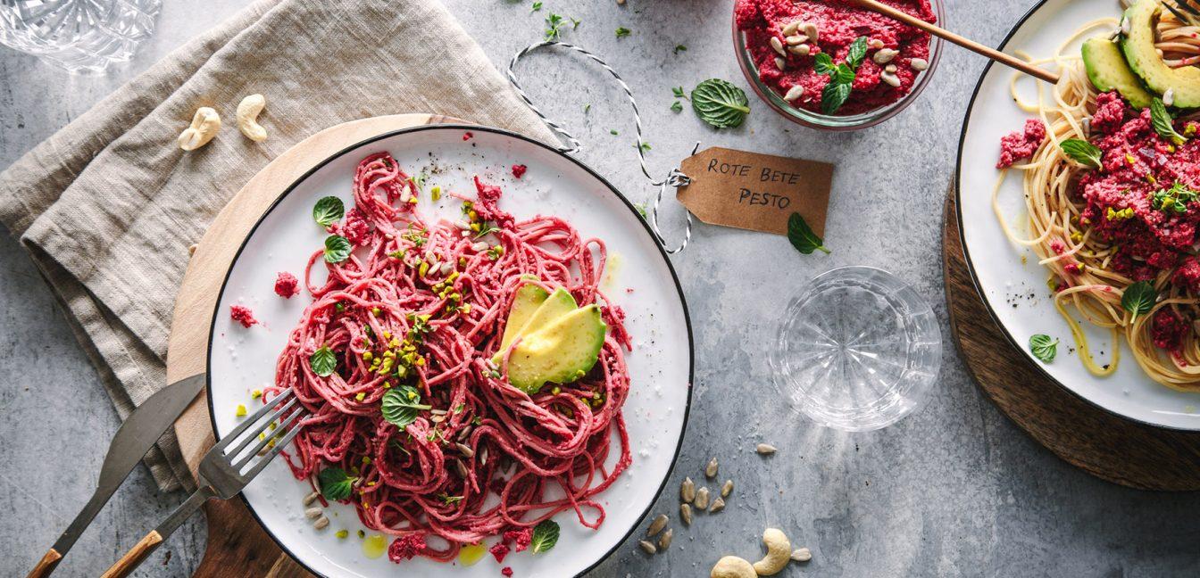 Vegane Rote Bete Pasta mit Low Carb Spaghetti