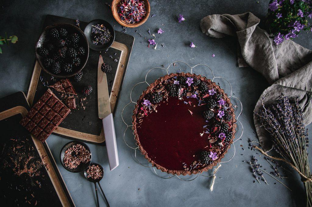 Vegane Schokoladentarte mit Brombeeren