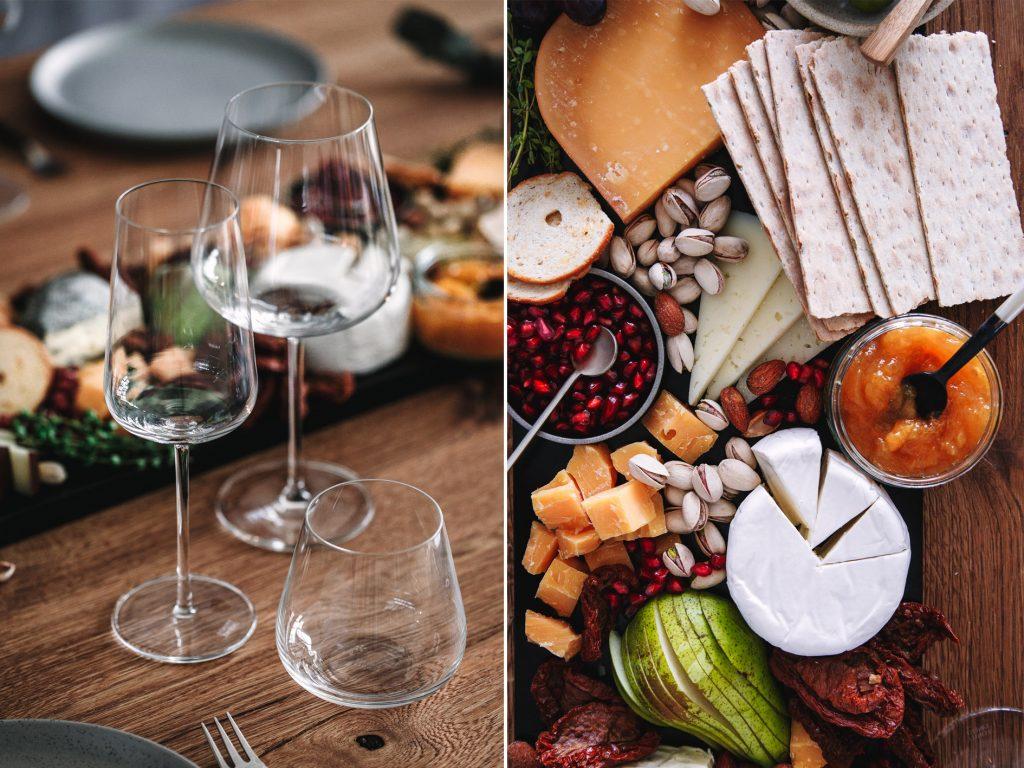 Käseplatte mit Wein