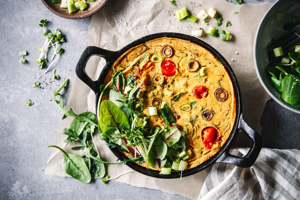 Kichererbsen-Frittata mit Gemüse