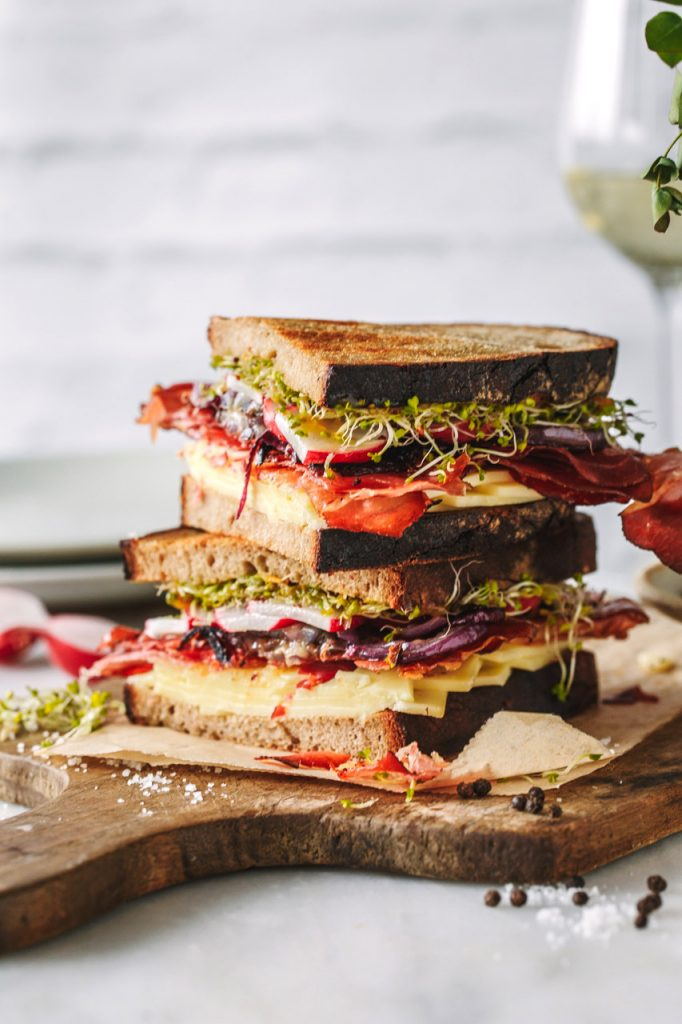 Sandwich mit Südtiroler Speck und Käse