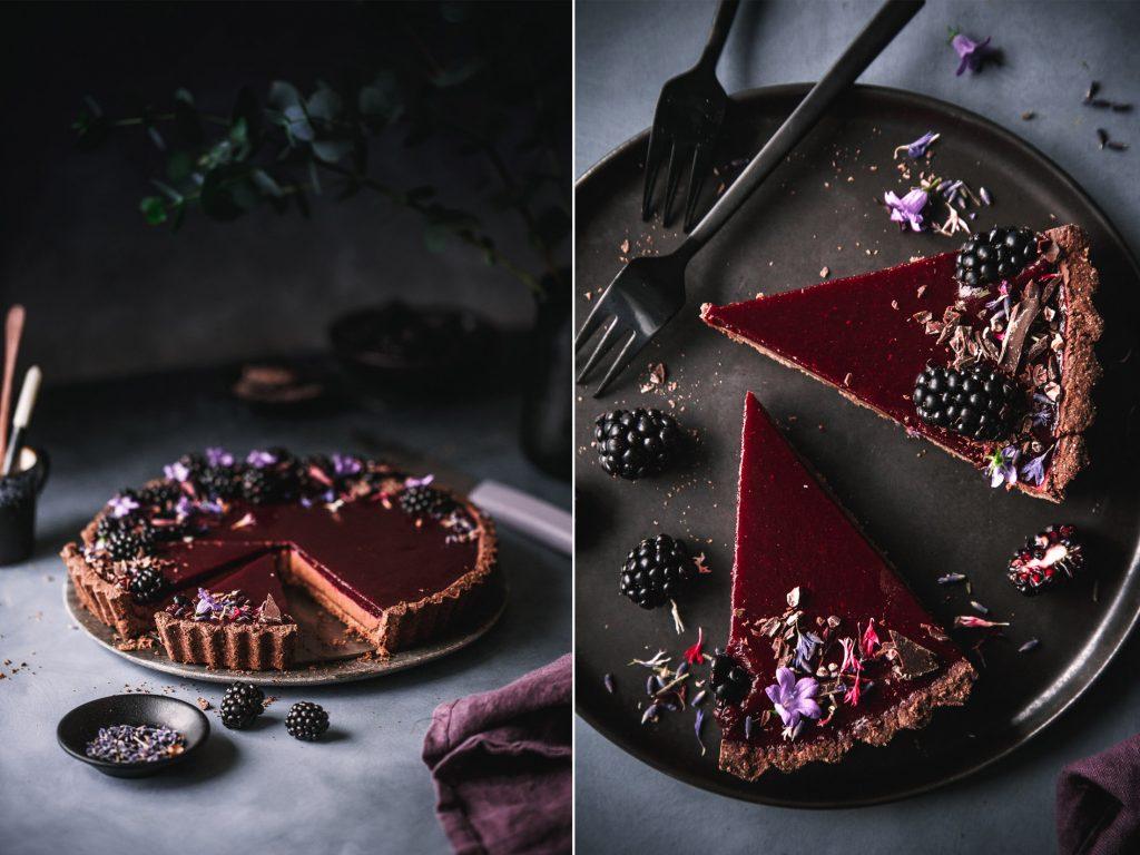 Schokoladentarte mit Brombeeren und Lavendel