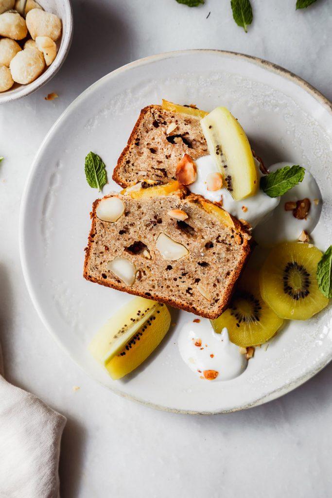 Banana Bread mit Kiwi und Joghurt