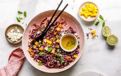 Wilder Reissalat mit Mango und Feta
