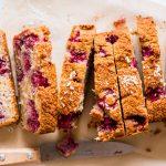 Himbeer-Kokos-Kuchen aus gesunden Zutaten