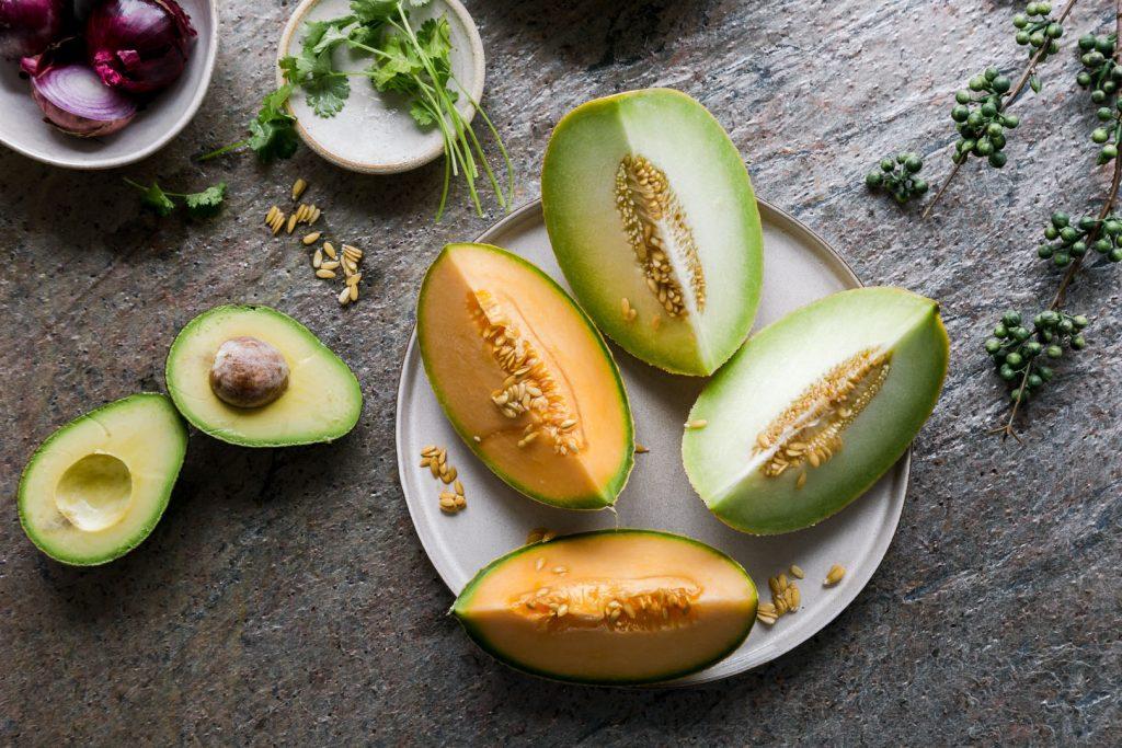 Melonen-Gurken-Salat mit Avocado