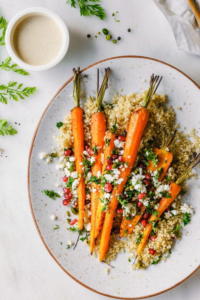 Gegrillte Möhren auf Quinoa