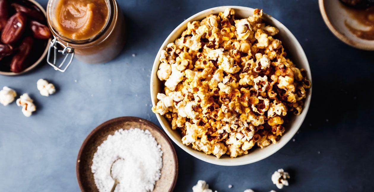 Gesundes Popcorn mit Salzkaramell-Topping