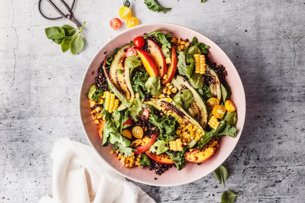 Sommersalat mit Avocado Dressing