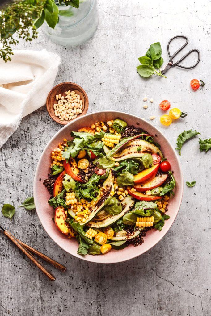 Sommersalat mit Zucchini und Linsen