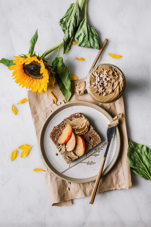 Brot mit Sonnenblumenbutter