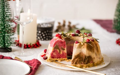 Weihnachtliches Dessert: Eis-Gugelhupf