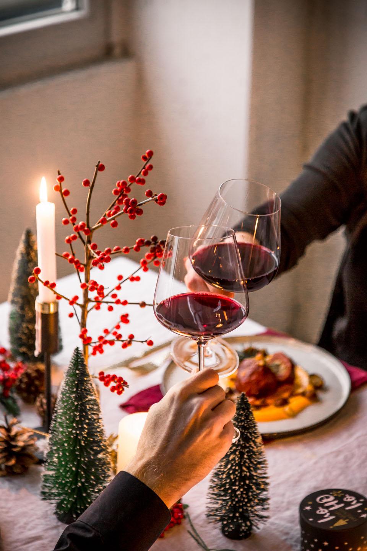 Anstoßen mit Pinot Noir