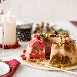 Weihnachtlicher Eisgugelhupf