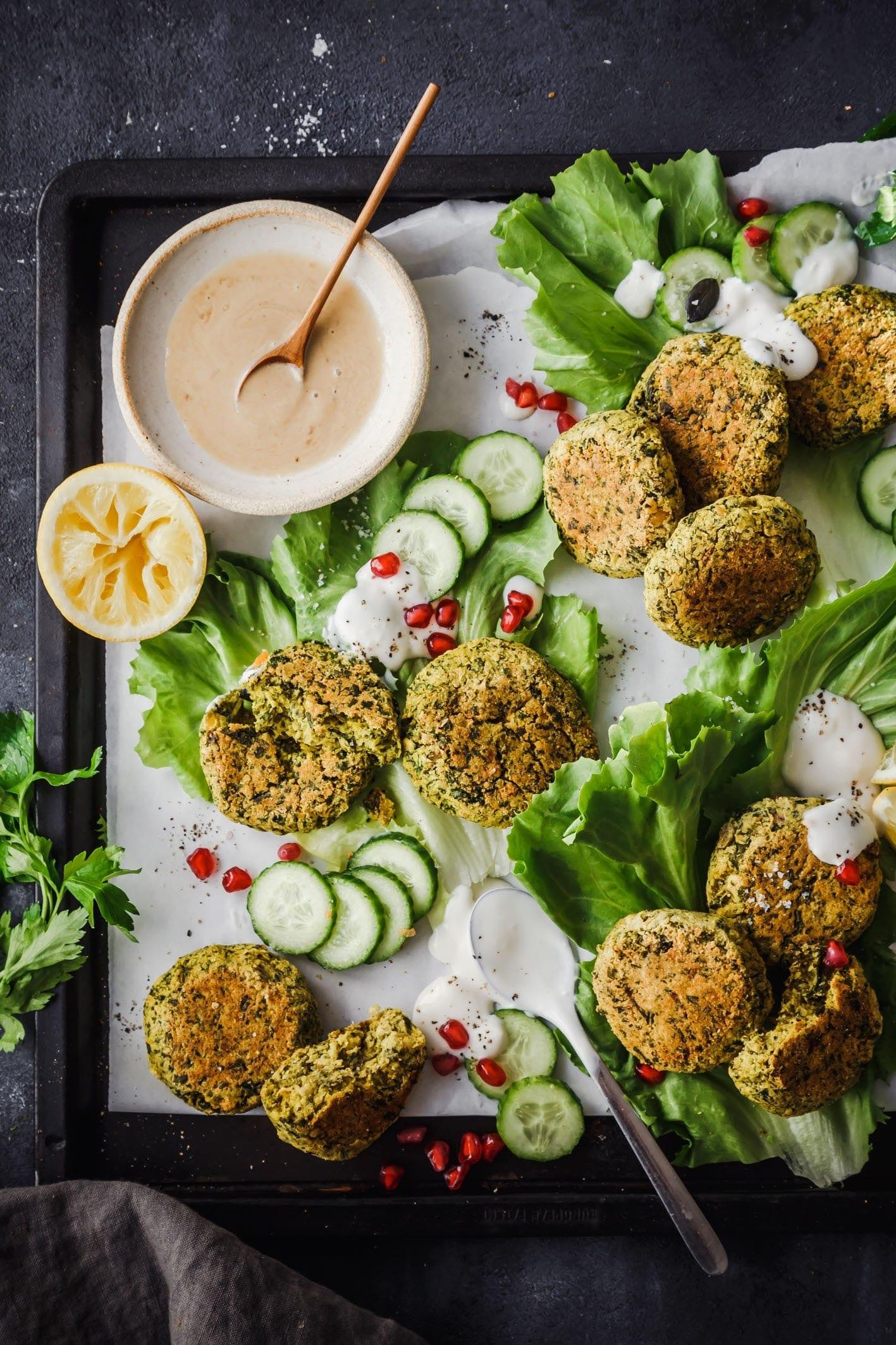 Grünkohl Falafel mit Tahini Dip